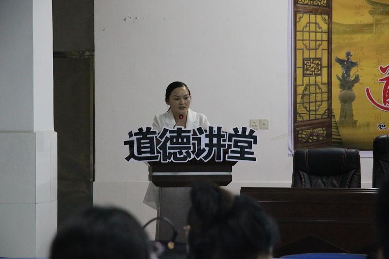来凤县高级中学开展道德讲堂专题党课