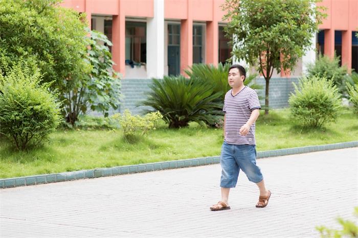教育是最长情的浪漫--来凤高级中学彭召军老师